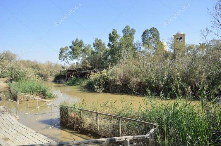 depositphotos_61230357-stock-photo-jordan-river-the-place-of